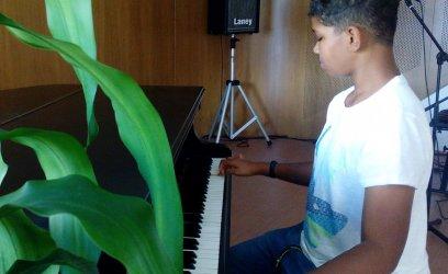 Oliver bude chodit na hudební přípravku